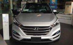 Bán Tucson 2.0 full xăng màu bạc, xe giao liền nhiều quà theo xe giá 838 triệu tại Tp.HCM